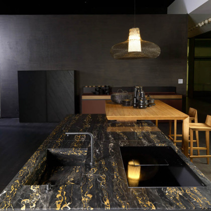 FENIX NTM Verde Comodoro combined with marble and wood