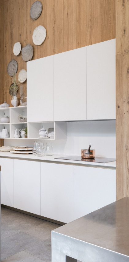 FENIX NTM Bianco Kos and real wood for Veneta Cucine.