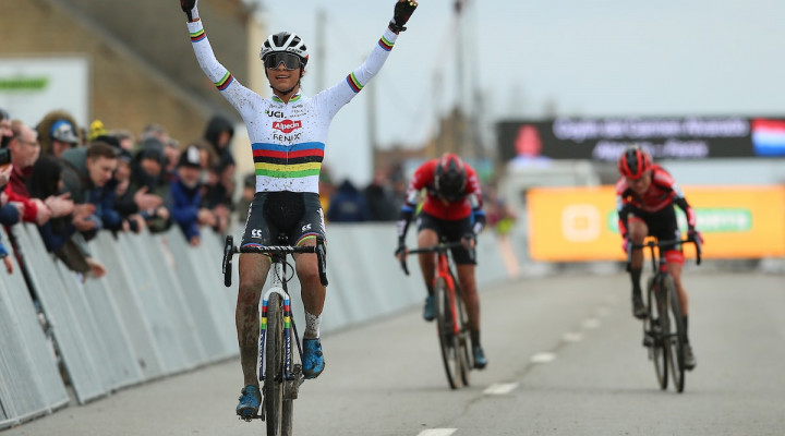 Ceylin del Carmen Alvarado won the last round of the Telenet Superprestige Veldrijden in Middelkerke and won the overall!<div class='watermarkZoomed'>Photopress.be</div>